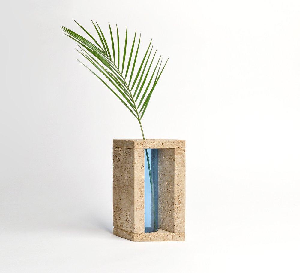 Realizzazione vaso Hera in pietra Tufo e plexiglass