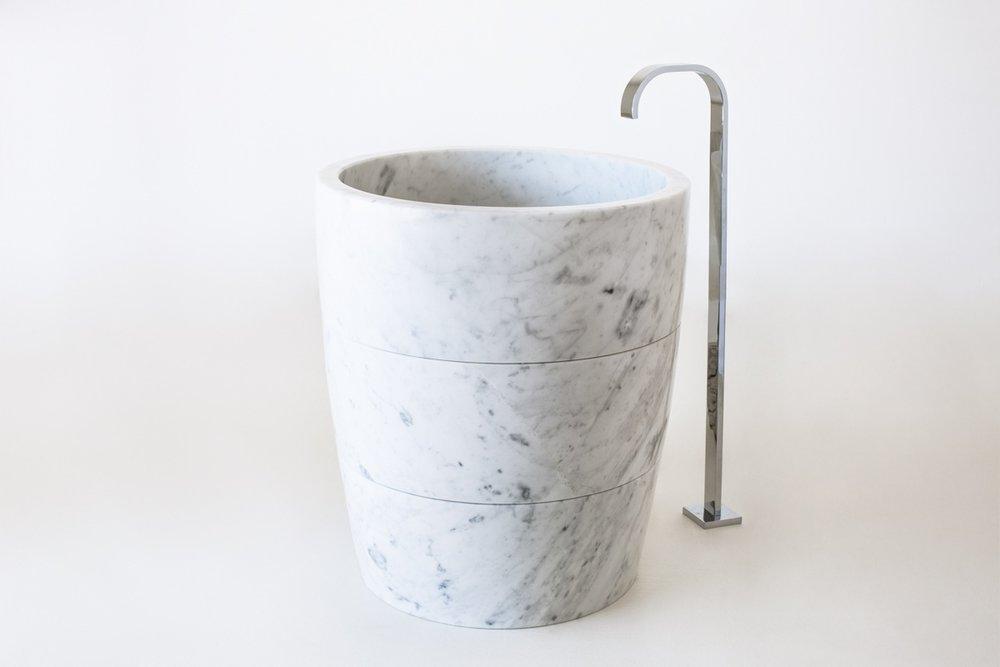 Lavabo modello alto in marmo bianco di Carrara