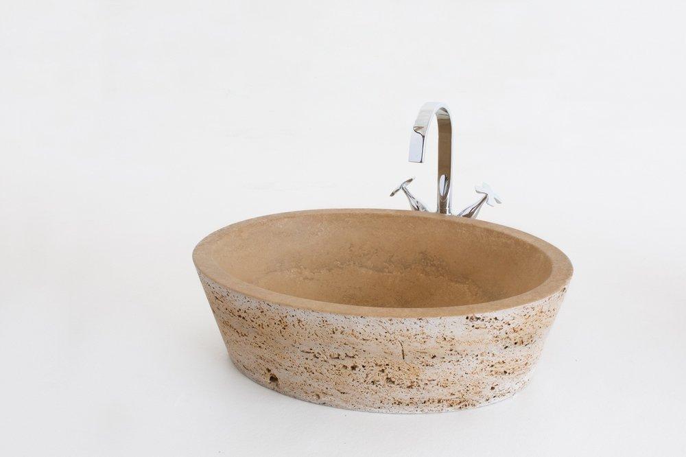 Lavabo in pietra: interno satinato esterno a poro aperto