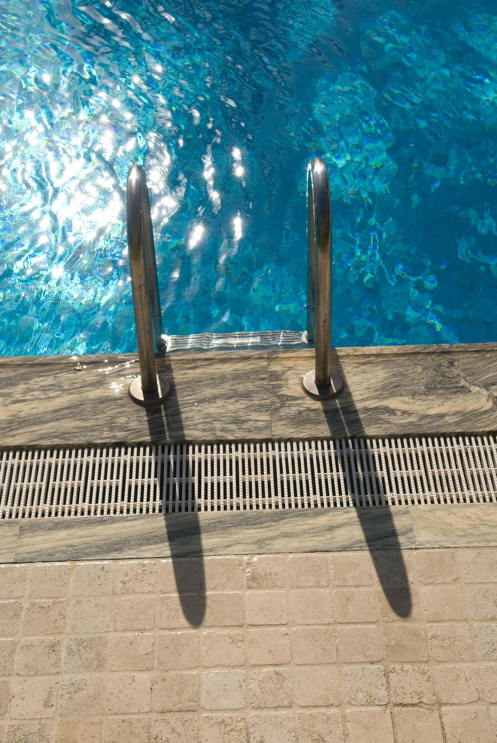 Pavimentazione bordo piscina in tozzetti