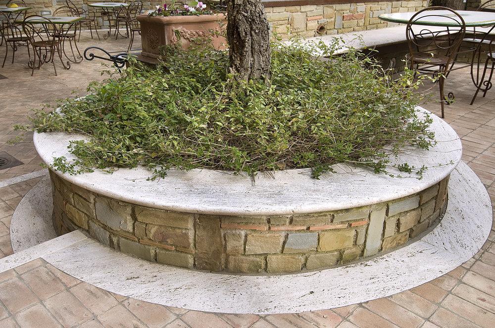 Seduta circolare in pietra Travertino