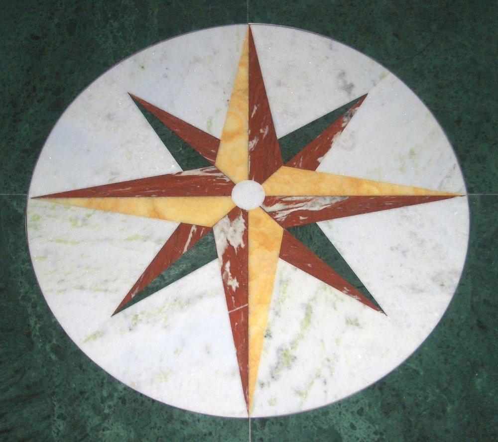 Rosa dei venti in Verde Guatemala Onice Miele Emerald White e Rosso Francia