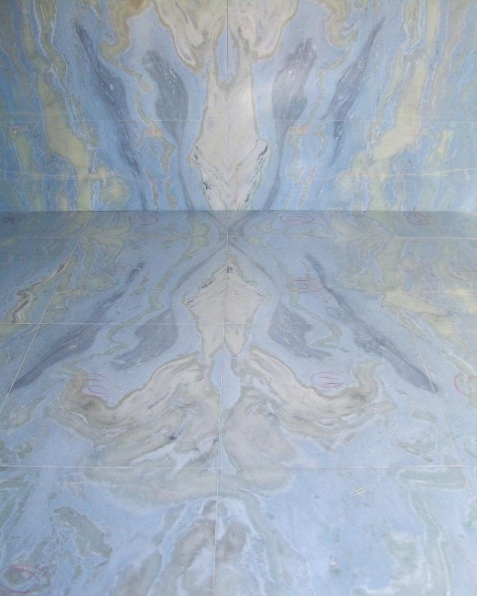 Pavimento e rivestimento parete in marmo Lumen a macchia aperta