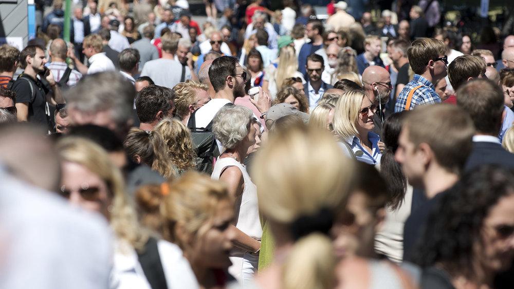 Träffa De VårdLösa i Almedalen! - Tillsammans med Dagens Medicin Agenda och Netdoktor arrangerar Sköldkörtelförbundet ett seminarium i Almedalen. Välkomna torsdag 5 juli kl 10.15–11.00:Den dolda folksjukdomen som för kvinnor bort från arbetsmarknaden Underfunktion i sköldkörteln drabbar var tionde kvinna i Sverige och på grund av denna växande folksjukdom är 45 000 patienter så sjuka att de inte kan arbeta. Men med rätt vård skulle dessa kvinnor få tillbaka sin hälsa och kunna arbeta. Vad kan vården göra för att minska lidandet och de växande sjuktalen bland sköldkörtelsjuka. Medverkande: Anders Palm ordförande Sköldkörtelförbundet, Marie Ljungberg Schött (M), ledamot i sjukvårdsdelegationen SKL, Catharina Bråkenhielm (S), ledamot socialutskottet, Kerstin Brismar, professor, Karolinska Institutet.Dessutom finns Sköldkörtelförbundet på de VårdLösas plats vid Gotlands Konstmuseum på St Hansgatan, samt under onsdagen och torsdagen med infotält på Hamngatan.