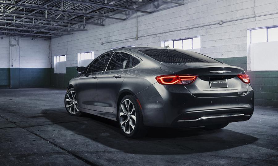 2015-chrysler-200-sedan-new-detroit-auto-show-midsize-awd-v6-inline-four-.jpg