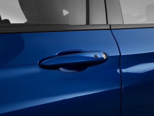 2015-chrysler-200-door-handle_9796_045_640x480.jpg