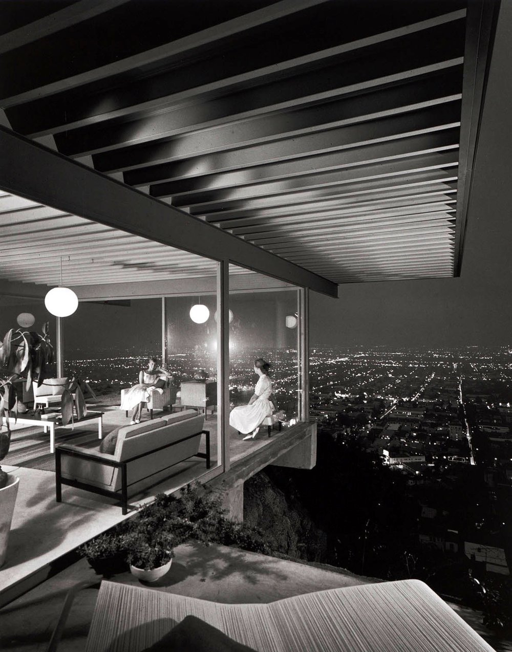 JULIUS SHULMAN - Case Study House #22, Two Girls, 1960