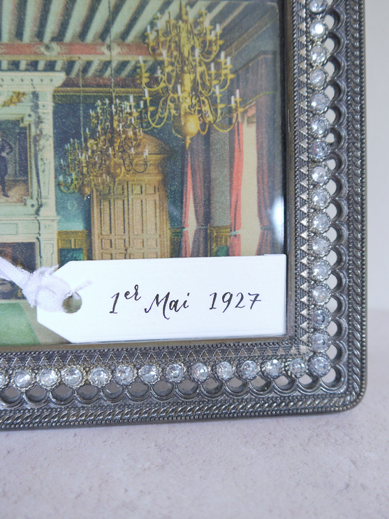 Special dates - Adding a significant date to a gift tag will serve to jog the memory and can be placed on picture frames displaying family photos or artworks of a visited place. Consider tying two or three tags together with a date, a place and a quote to tell a story and remind you of a special occasion.