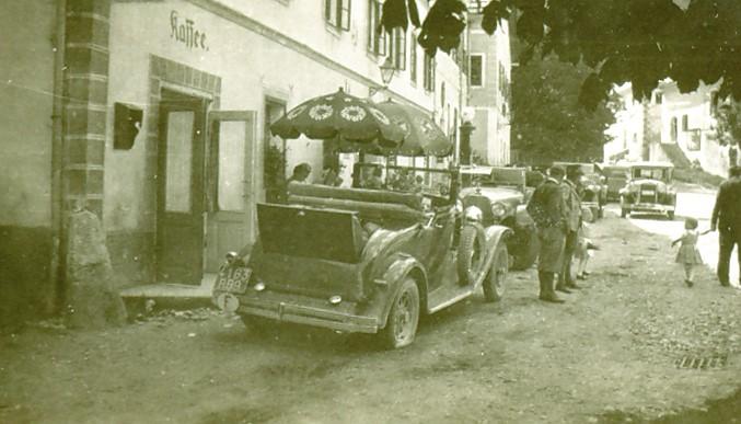 Am Marktplatz vor dem Postmayr 25. August 1929