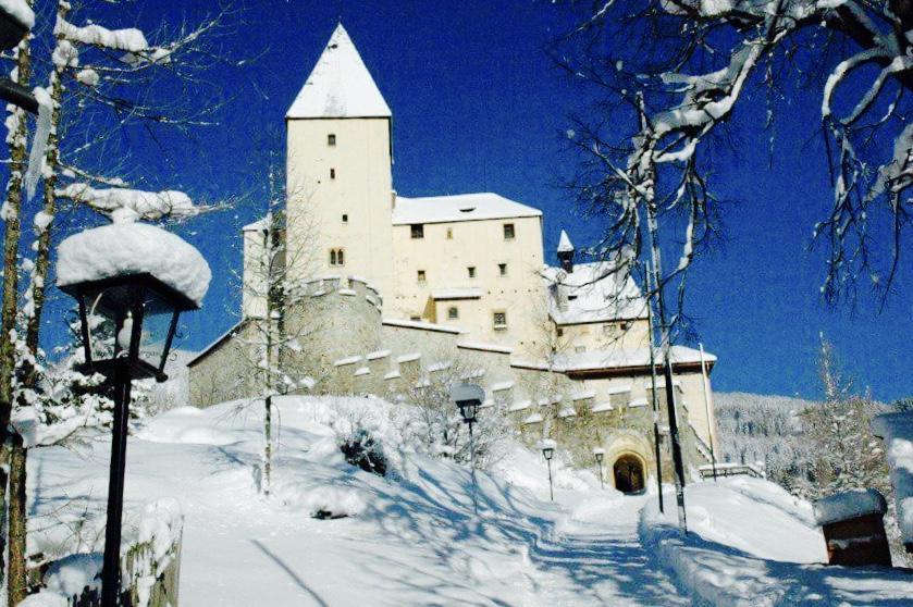 Burg Mauterndorf.jpg