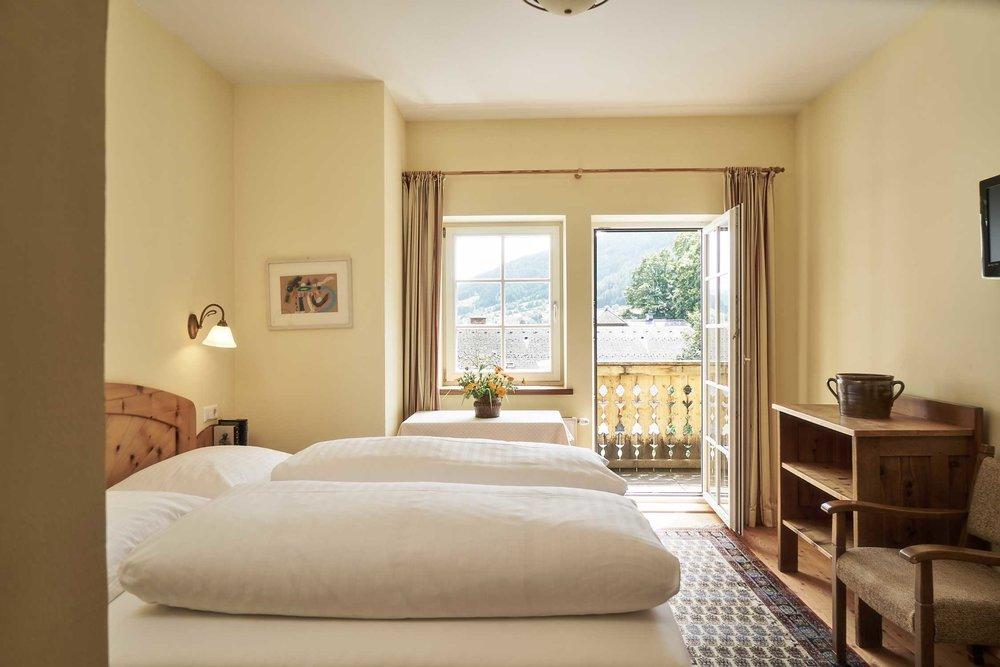 doppelzimmer-mit-balkon-hotel-post.jpg