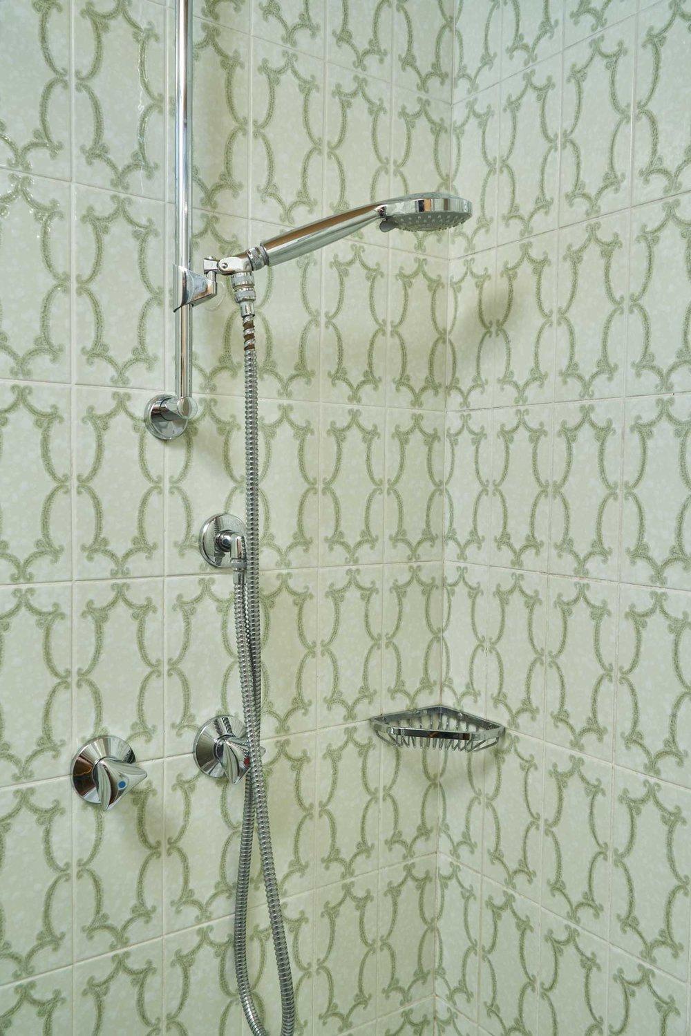 einzelzimmer-dusche.jpg