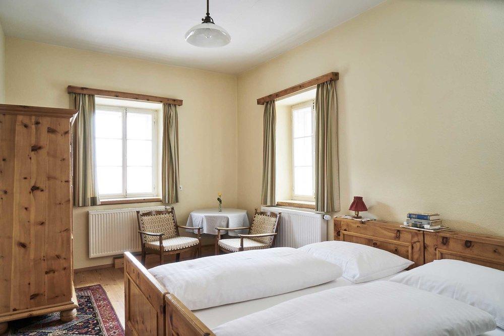 Eckzimmer-Beispiel mit Doppelbett