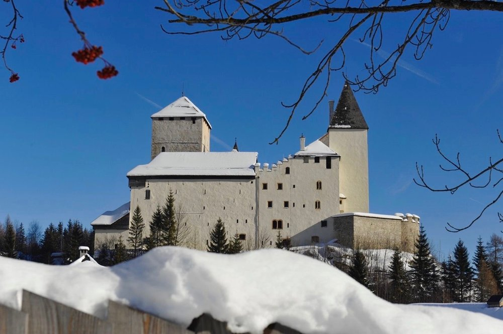 burg-mauterndorf-im-winter.jpg