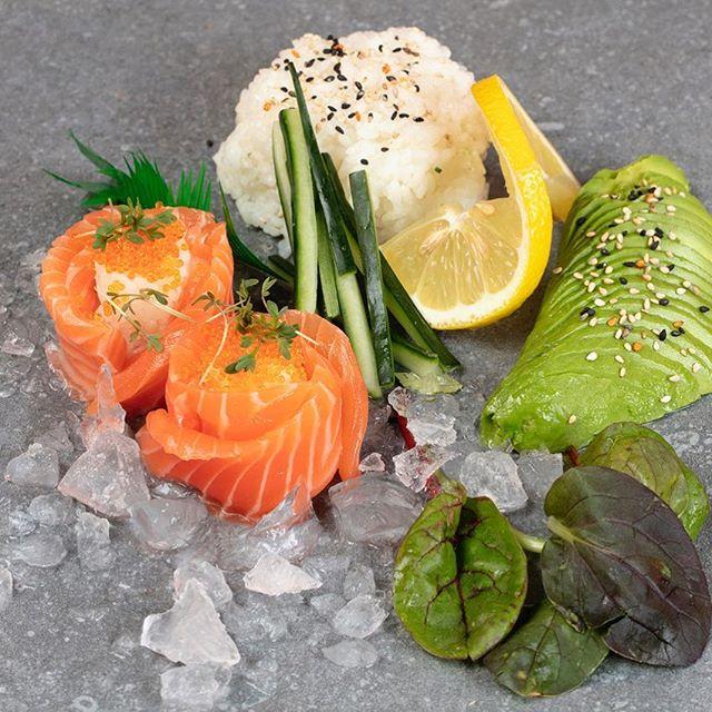 Vi har lige taget nye billeder hos MayC i Greve. Billederne skal anvendes ifbm. markedsføringen efter ombygningen og genåbningen i december. Foodphotography is fun!#jenserikebbesen  #sashimi #mayc #eatingout #greve #bureauetkomma #kom-ma #komma #ebbesenphotography #sushimania #sushichef #food #foodinspiration #foodie #salmon