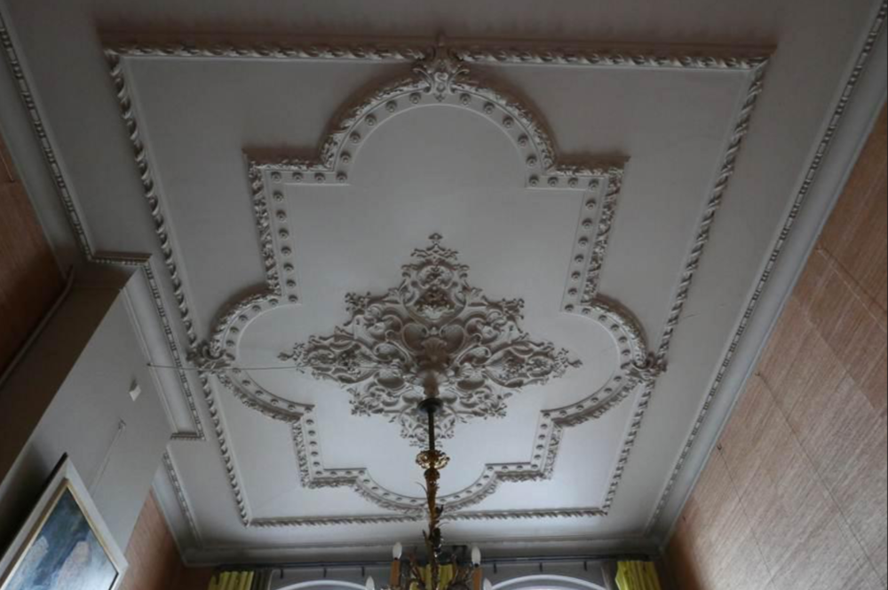 Stucplafond voorkamer begane grond