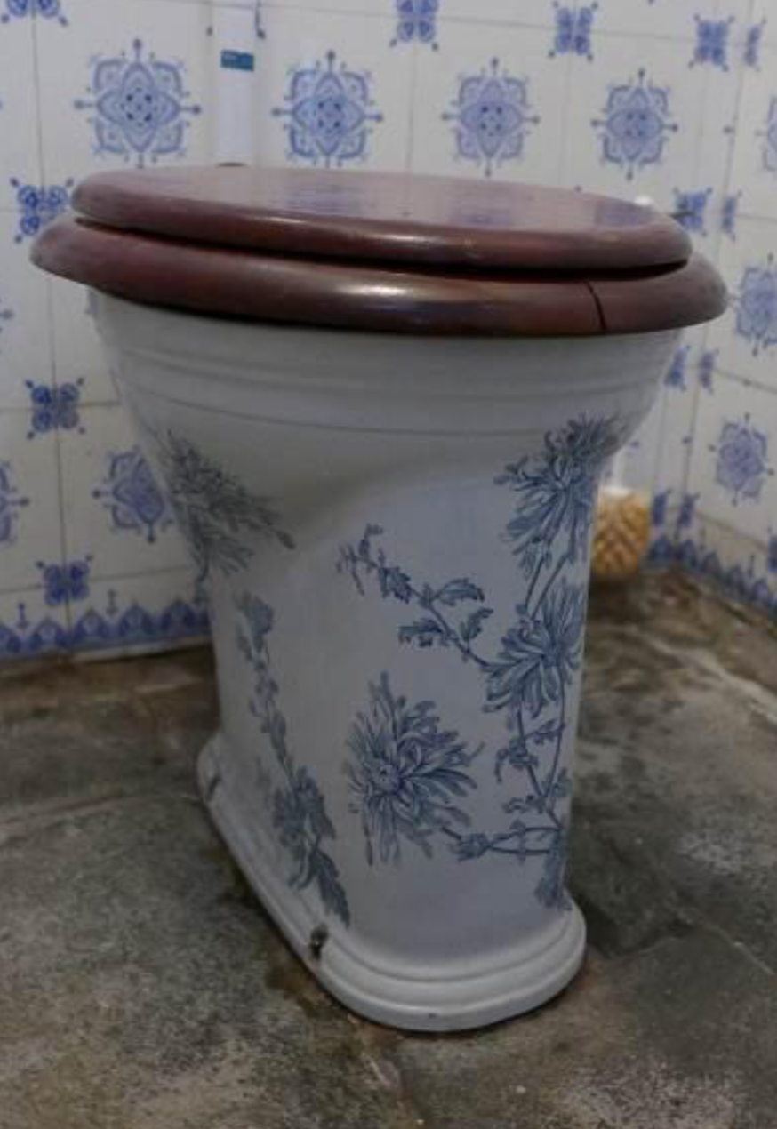 Toilet achterhuis