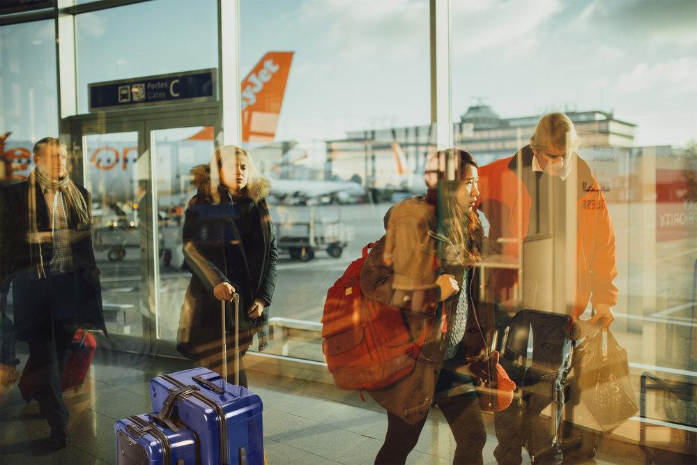 airplane-airport-passengers_briggs_riley_torq_smartlink_strap1.jpg