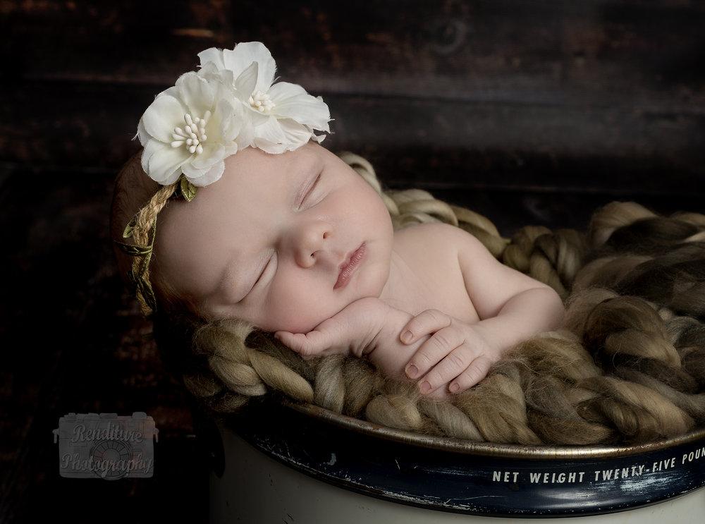 Saskatoon-Newborn-Family-Renditure-Mini-Session-Photography-Photographer-Christmas-Holiday-Saskatchewan-473 FBR.jpg