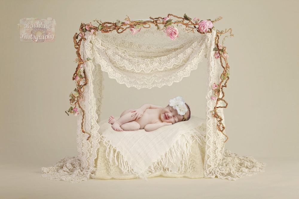 Saskatoon-Newborn-Family-Renditure-Mini-Session-Photography-Photographer-Christmas-Holiday-Saskatchewan-484FBR.jpg