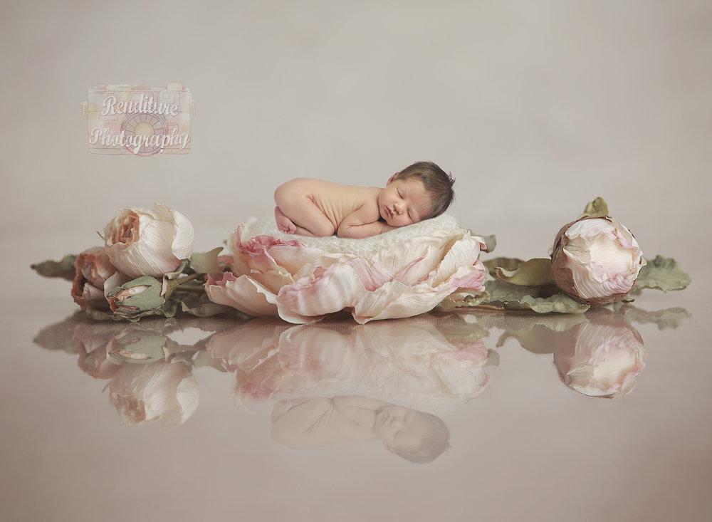 Saskatoon-Newborn-Family-Renditure-Photography-Photographer-Maternity-Pregnancy-Saskatchewan-Baby-608FBR.jpg