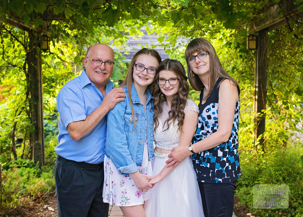 Graduate-Saskatoon-Graduation-Saskatchewan-Family15.jpg