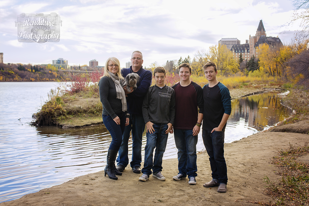 Saskatoon-Fall Family-Family-Renditure-Baby-Photography-Photographer-Maternity-Pregnancy-Saskatchewan-122mFBR.png