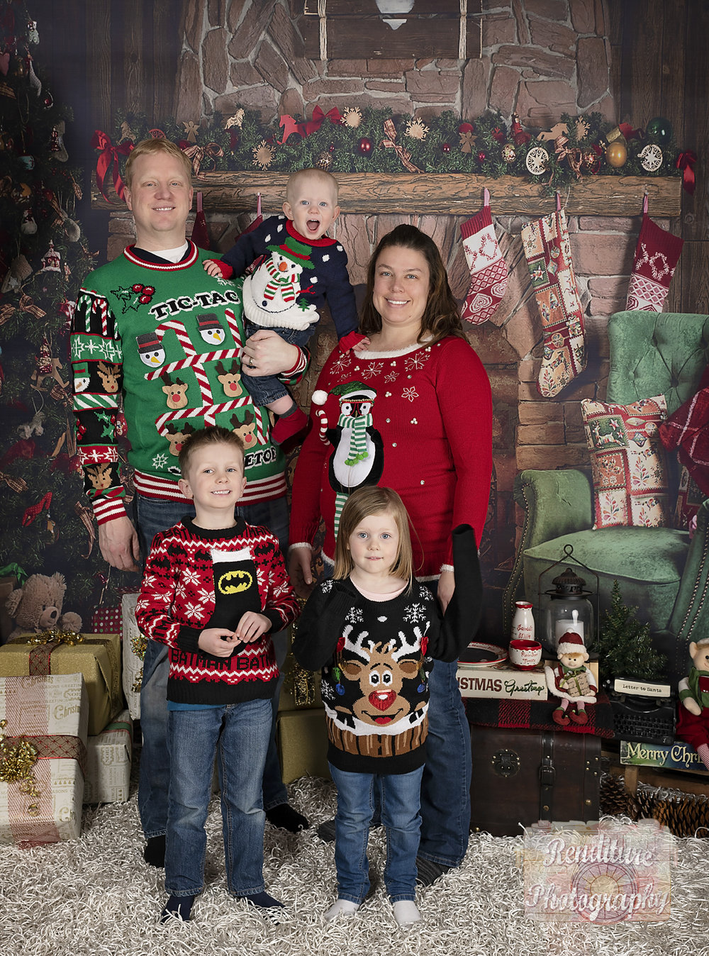 Saskatoon-Family-Renditure-Mini-Session-Photography-Photographer-Christmas-Holiday-Saskatchewan-478 FBR.jpg