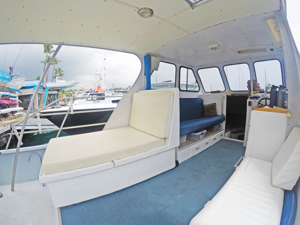 boat-cockpit-salon-seating-comfortable.jpg