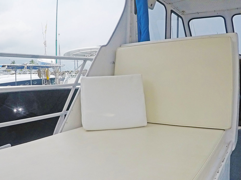boat-seating-salon-comfy-charter-boat.jpg