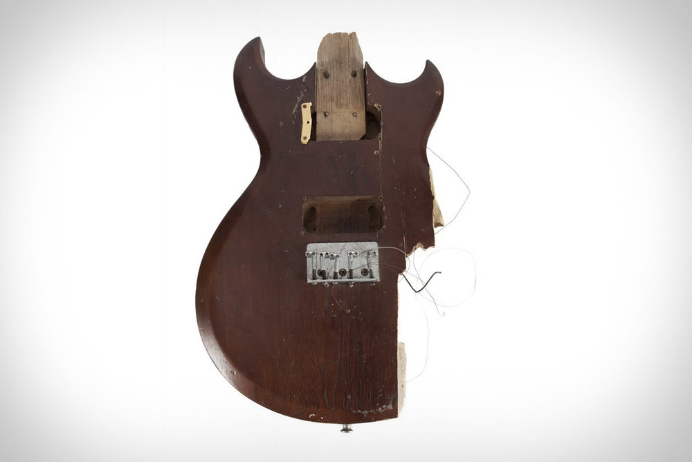kurt-cobain-smashed-guitar-2.jpg