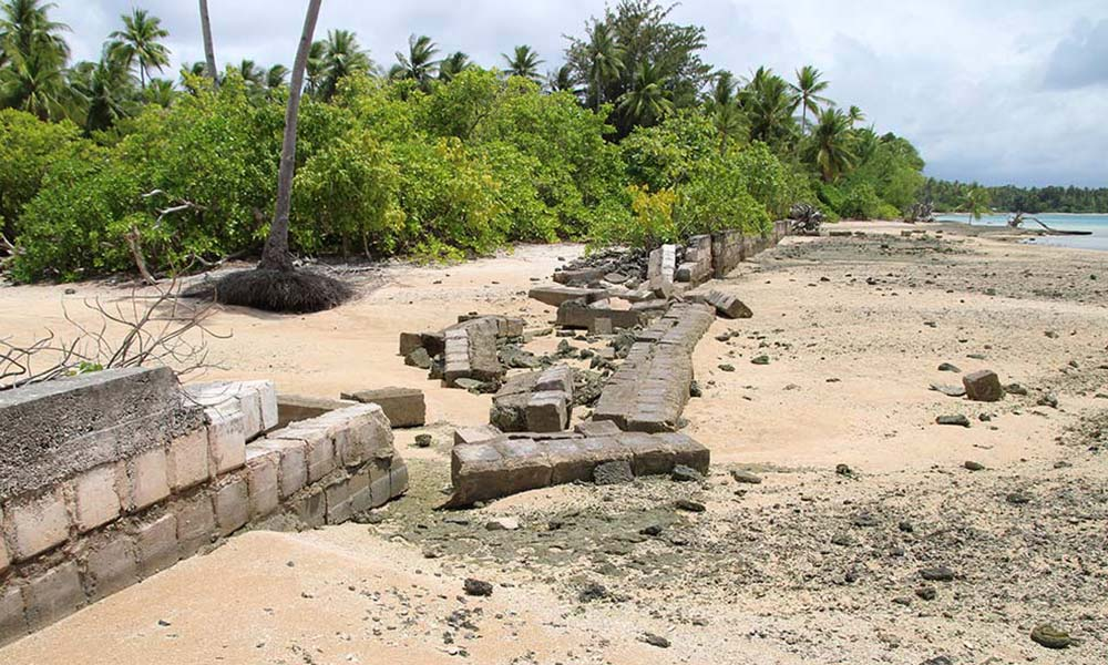 Remains of a seawall, Nanumea Island. Photo: Jone Feresi/UNDP