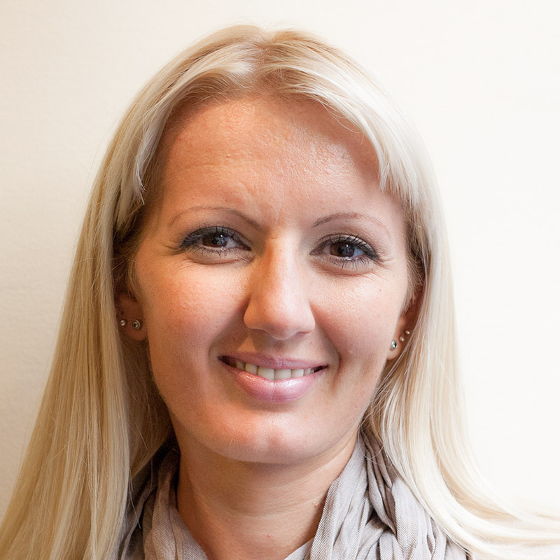 Kraeuterdrogerie-Team-Silviya-Portrait.jpg