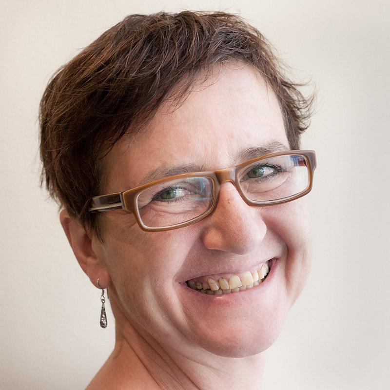 Kraeuterdrogerie-Team-Margit-Portrait.jpg.jpg
