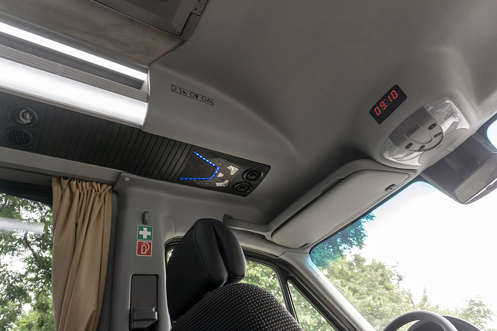 Mercedes_Sprinter_Classatti_Tourer (09).jpg