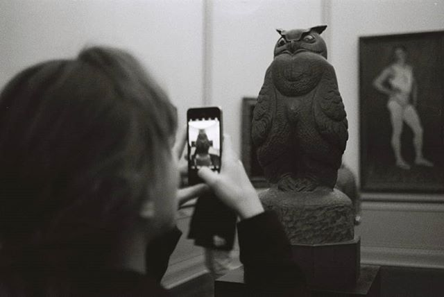 #owl #sculpture #artclassified #altenationalgalerie #selfie #oftheafternoon #ilfordhp5