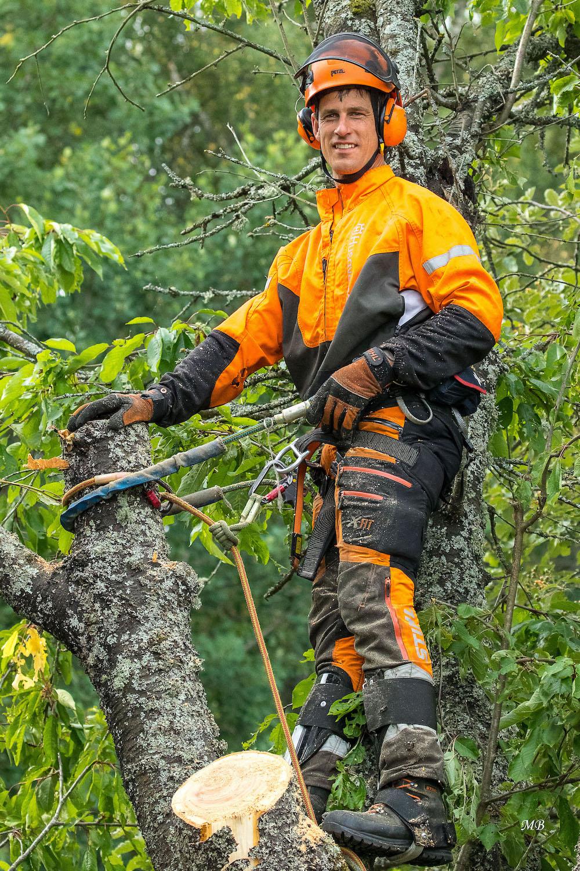 Hej! - Jag heter Magnus Dahlgren och arbetar som trädfällare.Om ungefär en vecka kommer jag att vara i grannskapet och fälla träd. Har du något träd som du vill bli av med så är det smart att passa på nu eftersom det blir billigare med transport och bortforsling om arbetena samordnas.Hör av er, så snart som möjligt, för ett kostnadsfritt besök. Vill ni veta mer, gå in på min hemsida: www.dahlgrenallround.se.MvhMagnus070 - 683 20 03