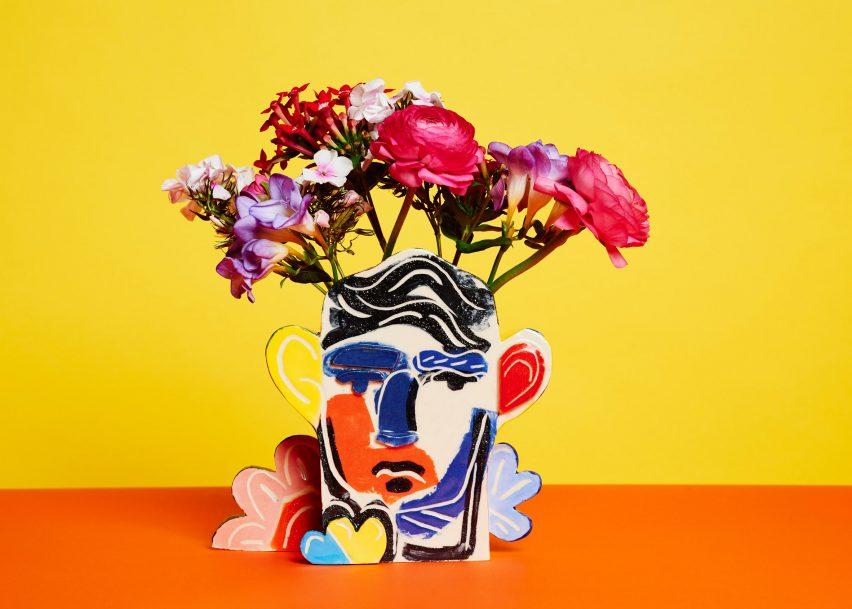 john-booth-tribute-vases-design-ceramics_dezeen_2364_col_5-852x609.jpg