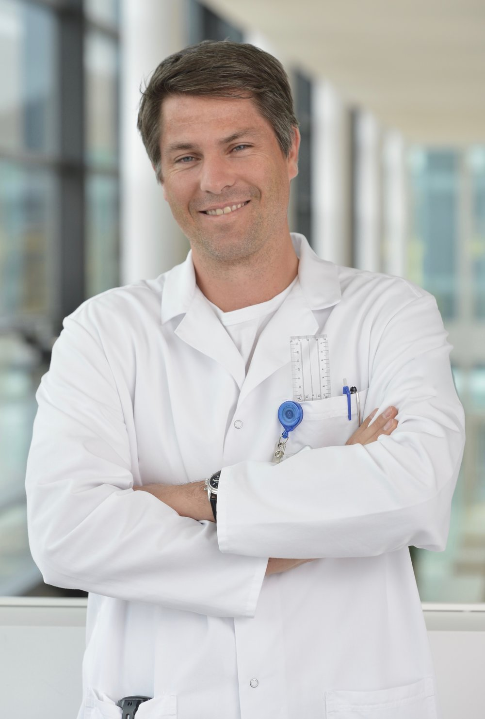 Matthias Schmied- Doctor of Medicine, MD. Specialized in Orthopaedics and Traumatology. He studied medicine at the University of Zurich (Universitätsspital, Zürich) and has been practicing since 2000. Dr. Schmied has worked in leading healthcare institutions in Switzerland, Germany and Scotland. Since 2016, he has run his own practice. Among others, he is a member of the International Society for Hip Arthroscopy (ISHA) and the Swiss Medical Association (Vereinigung der Schweizer Ärztinnen und Ärzte, FMH). - Dr. med. Matthias Schmied