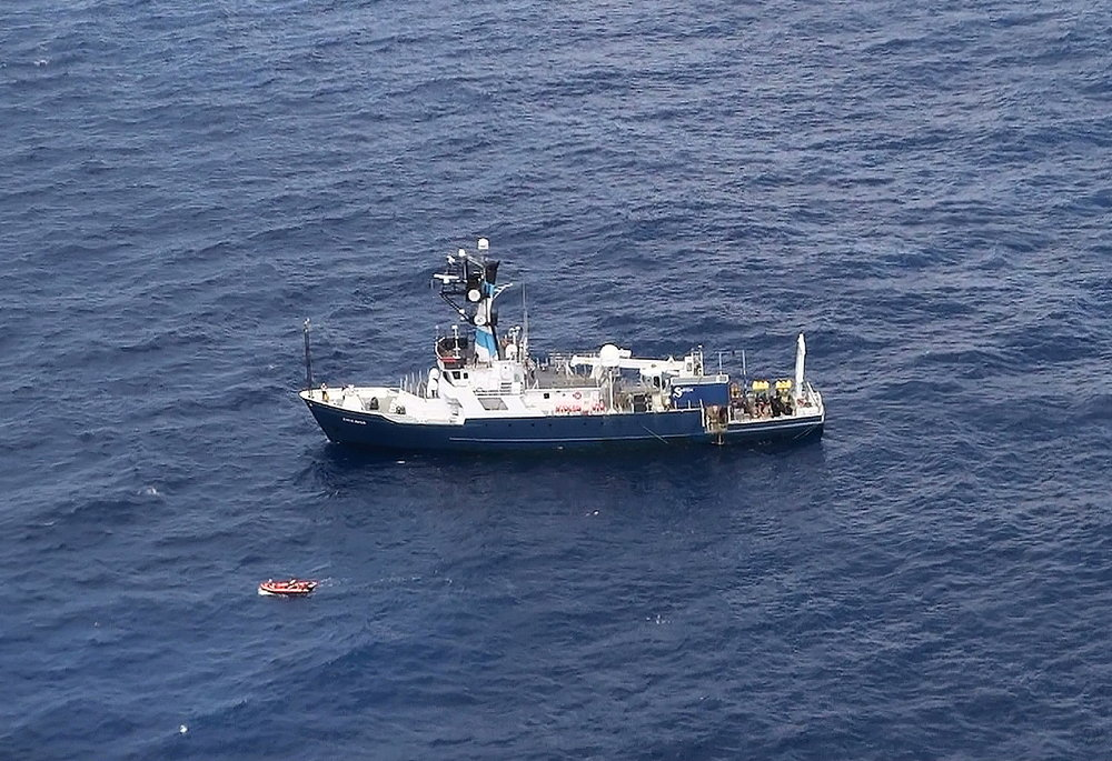 R/V Endeavor on April, 2012 cruise (photo courtesy Bonny Shumaker, On Wings of Care)