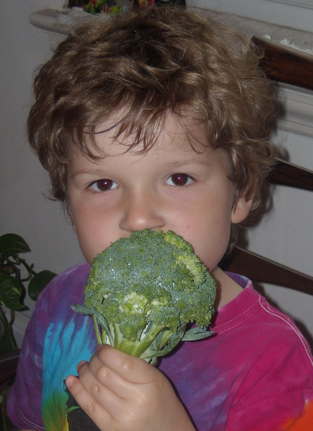 B eating broccoli