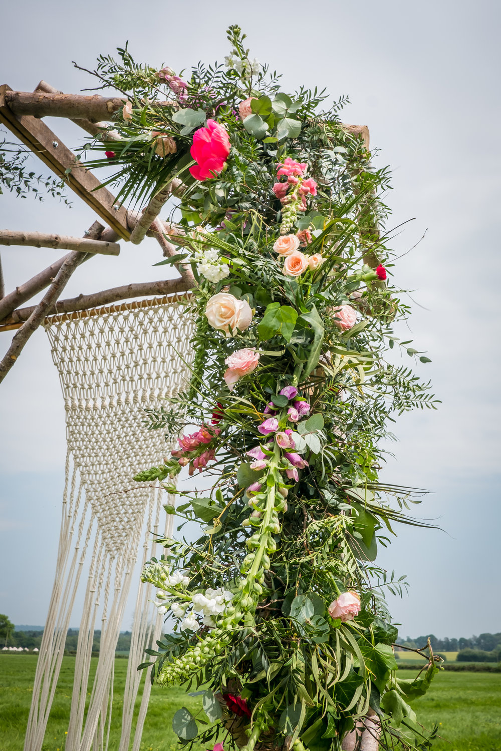 Webb-and-Farrer-Wedding-Flowers-Sussex-5-ideas-for-an-outdoor-wedding (25).jpg