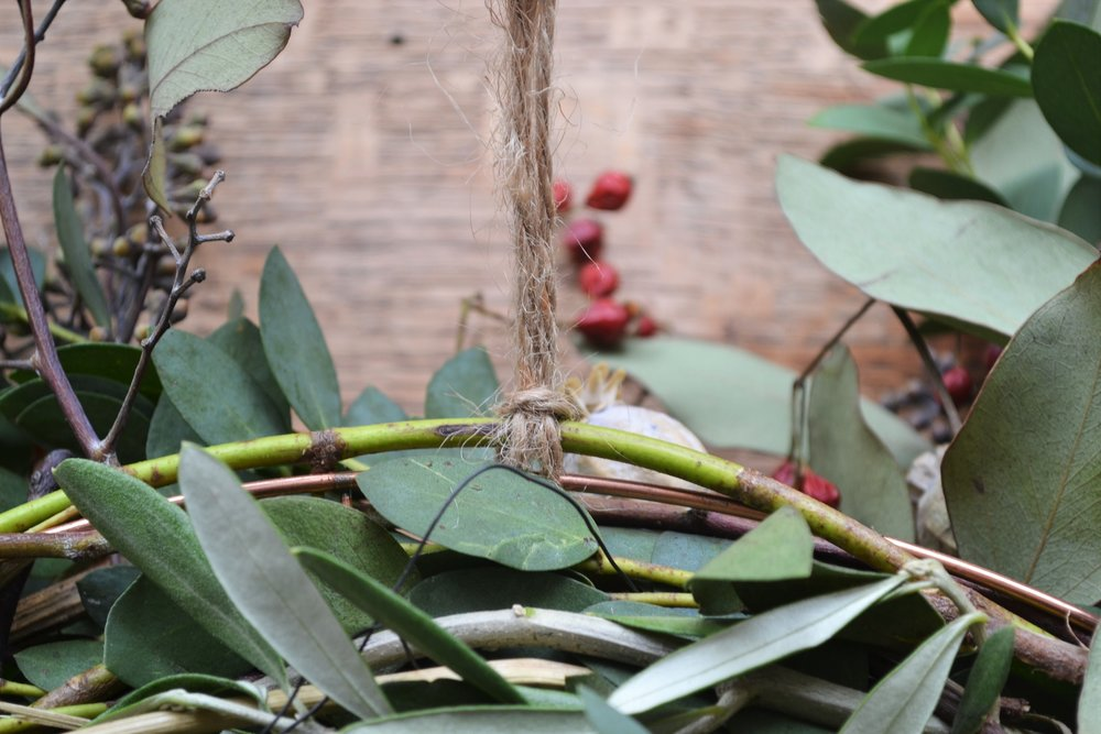 How-to-make-an-autumn-wreath-webb-and-farrer-brighton-flower-workshop (15).JPG
