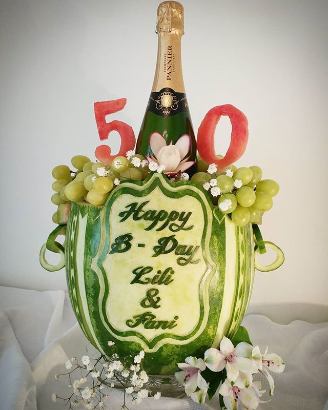 A big 50 for Lili and Fani! Happy birthday! 🎂  #happybirthday #champagne #celebrate #carving #watermelon #drinks  #birthday #50