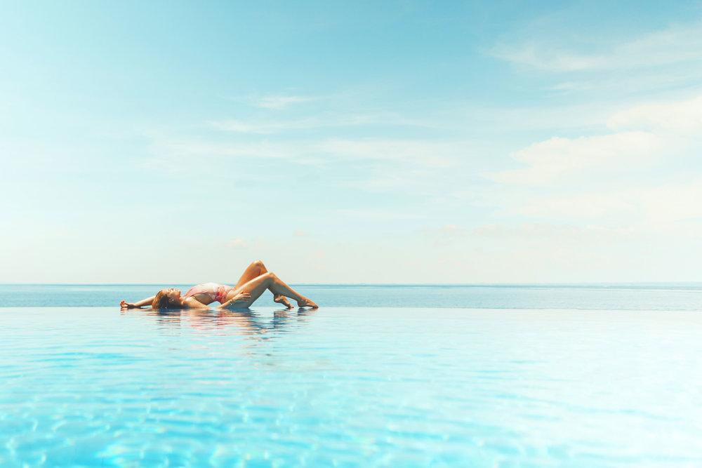 Infinity-Pool-Woman-Puglia-BeeYond-Travel.jpg