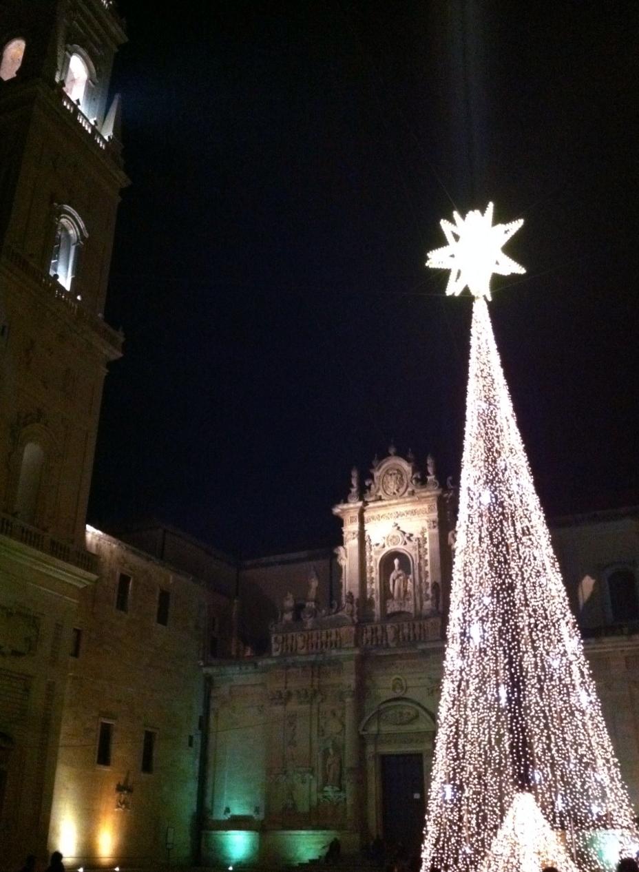 Campanile& Albero-Duomo-Lecce-Illuminato-Natale.JPG