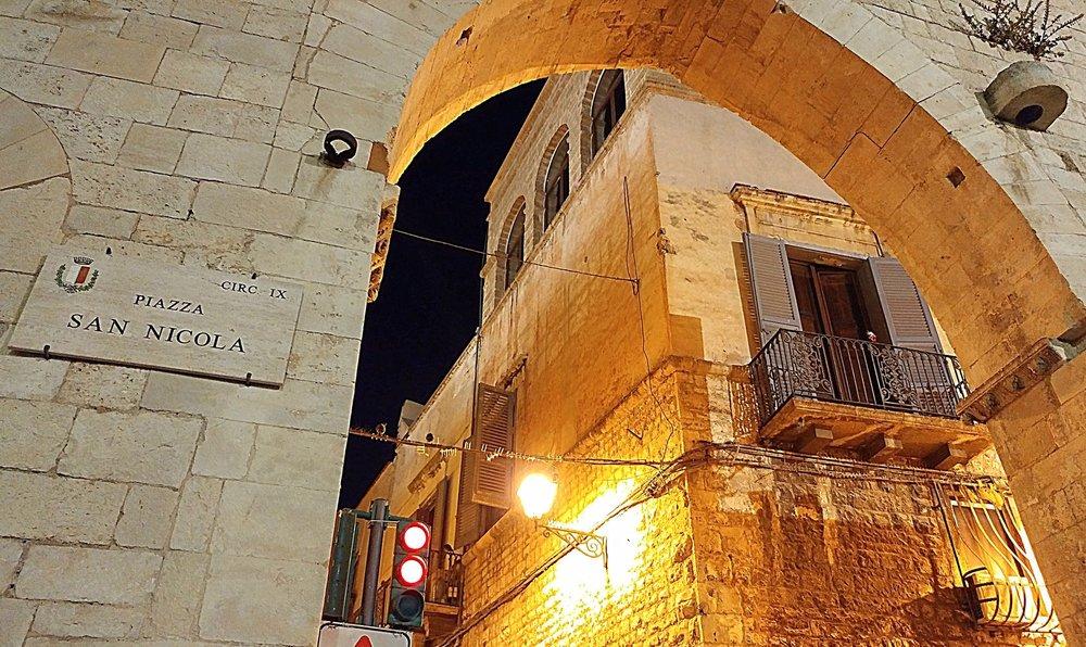 piazza_san_nicola_bari_vecchia.jpg