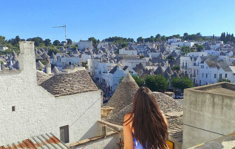3-Alberobello-enjoy-the-view_web.jpg