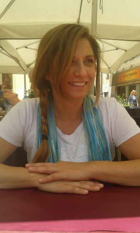 Angela Calabretto - modellista senior e facilitatrice di Biodanza SRT si è trasferita a Locorotondo e vive perfettamente a suo agio in un trullo! On line: https://www.facebook.com/biodanzaangelacalabretto17/.
