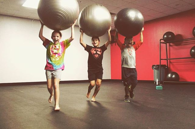 Come have some fun with us today! Kids RumbleFit Tuesday's & Thursday's at 5:15pm (ages 8-13) 💪🏼🏋🏾♂️